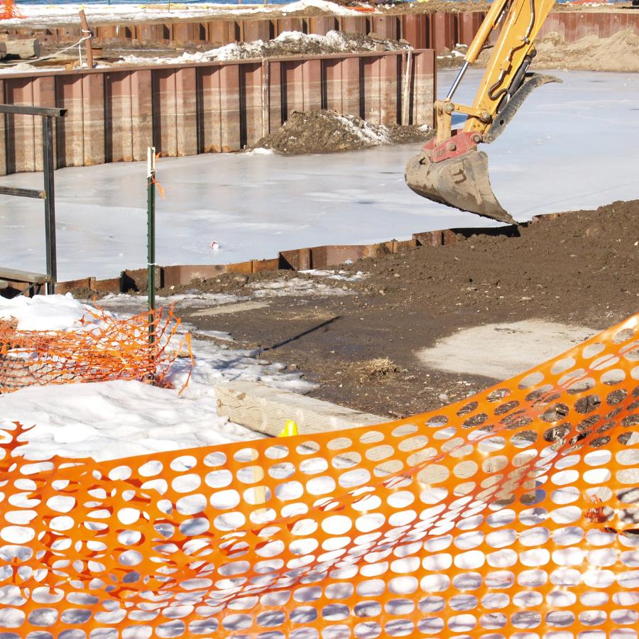 Строительство зимой: зачем нужно, преимущества и недостатки