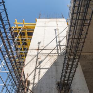Железобетонные сборные конструкции получили широкое распространение. С их помощью достигается индустриализация строительства.